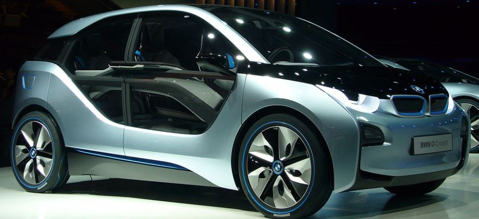 Rory McIlroy, Gary Woodland Race in BMW's New i3
