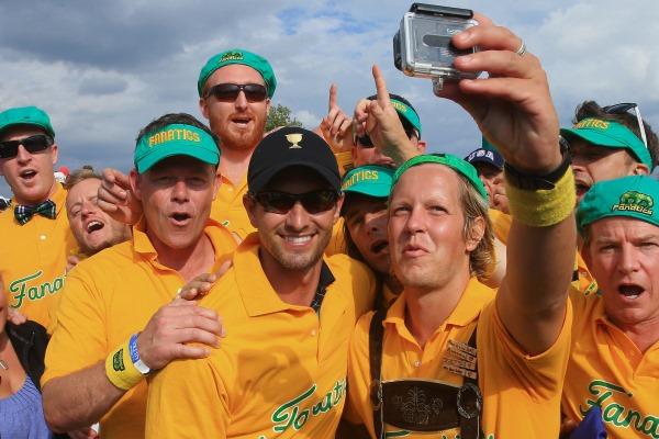 Adam Scott with Aussie fans 600 px