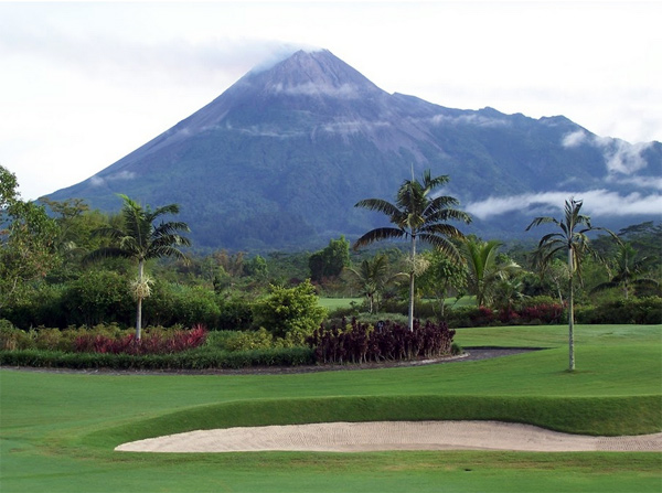 Merapi_Golf_Club_Article1