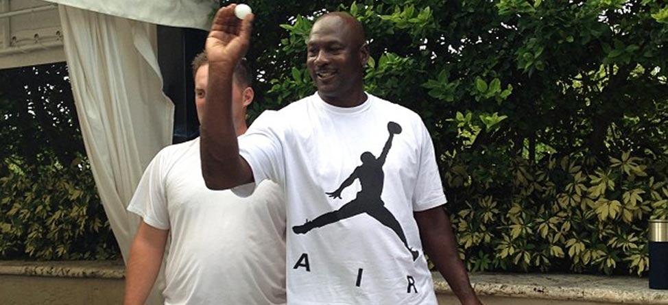 Michael Jordan, Kareem Abdul-Jabbar Play Beer Pong