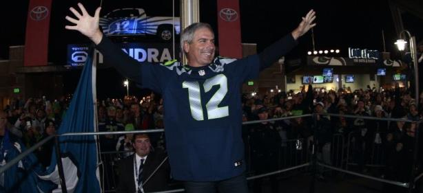 Fred Couples Honorary 12th Man at Seahawks' Game