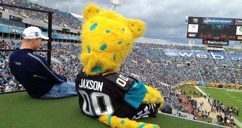 Jim Furyk Bested by Jaguars Mascot, Does Some Dufnering