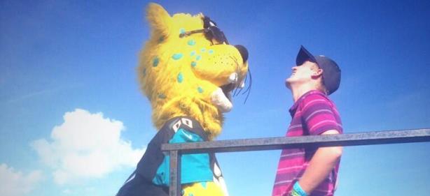 Jacksonville Jaguars Mascot Drops Final Golf Contest