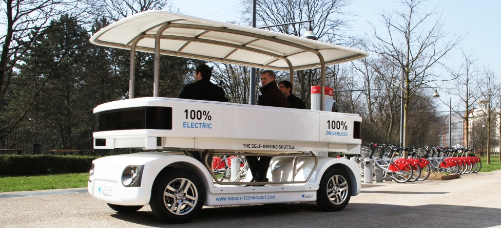 Automated Traveling Luxury Box for Golf Tournaments?