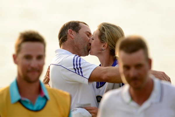Sergio Garcia Kisses Girlfriend 600