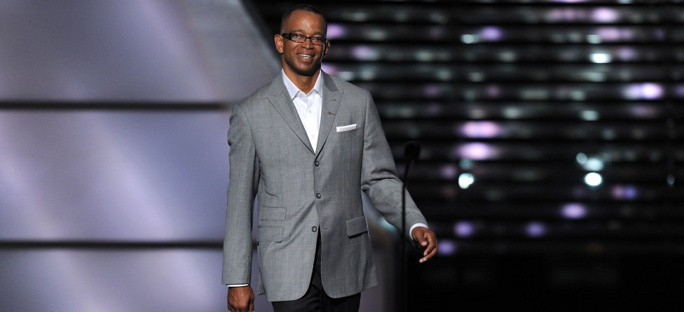 Inspirational Stuart Scott Attacks Cancer Like a Fighter