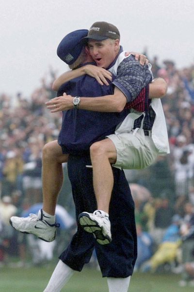 mike-hicks-payne-stewart-hug-article