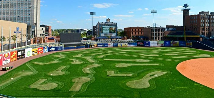 mudhens-outfield-mini-golf_article