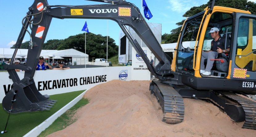 Henrik Stenson Putts From Excavator, Envies Louis Oosthuizen