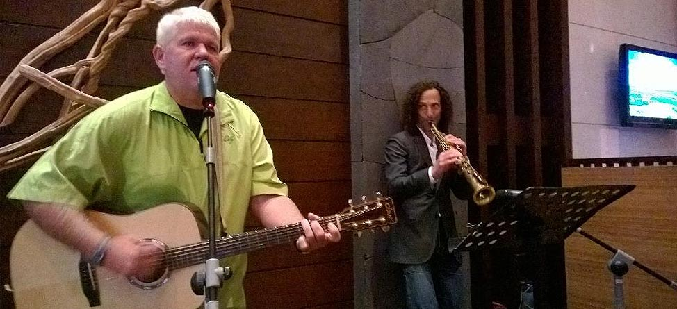 John Daly Jams With Kenny G At Mission Hills
