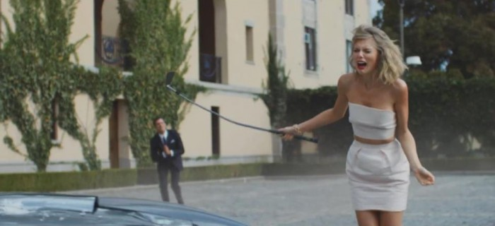 Taylor Swift Destroys A Shelby Cobra With A Golf Club