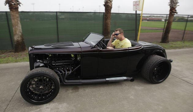 roy-halladay-car_article