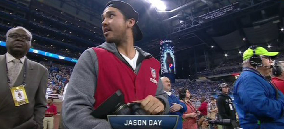 Jason Day Shows Up At Thursday Night Football Game