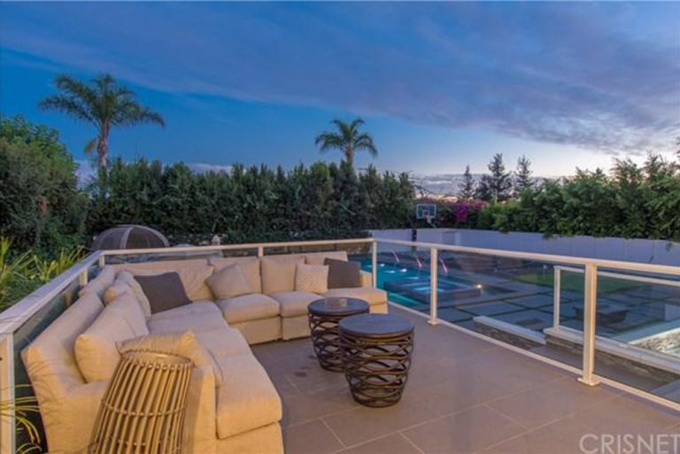 deandre-jordan-home-for-sale-pacific-palisades-balcony-768x513