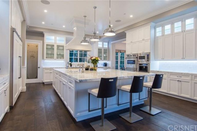 deandre-jordan-home-for-sale-pacific-palisades-pool-kitchen-bar-768x513