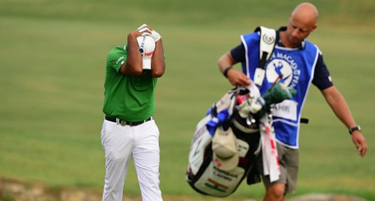 Bizarre Bad Break Costs Pro Chance At First Win