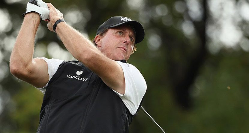 Mickelson Recovering From Sports Hernia Surgery