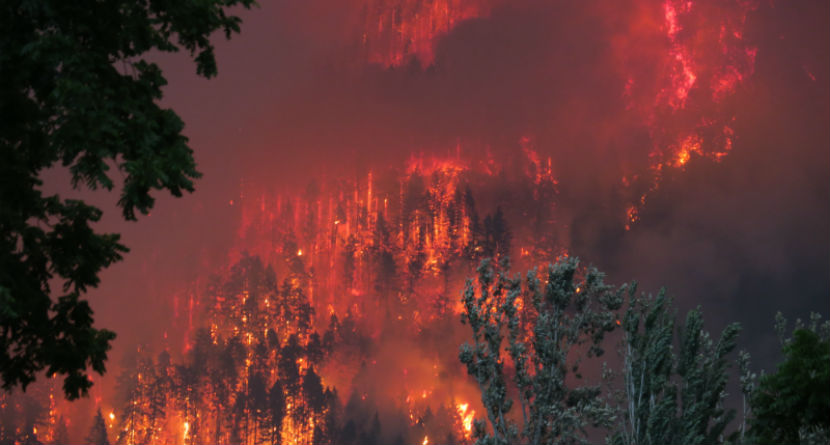 Golfers Play With Oregon Wildfire Looming