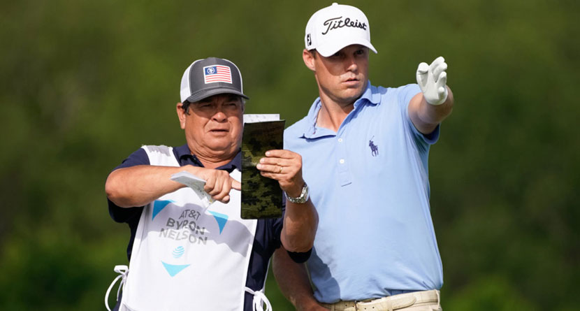 The Caddie Who Turned Down Tiger Woods Is Still Grinding